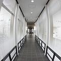 写真: a corridor
