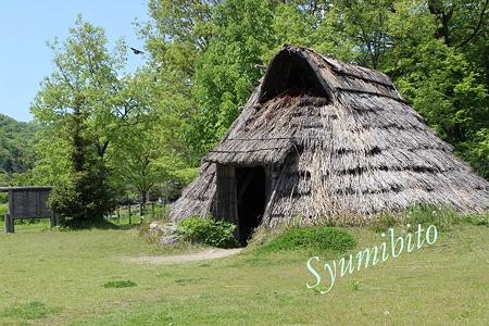 竪穴式住居(復元)