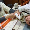 Photos: Tomoko massages Akari.(Joke)