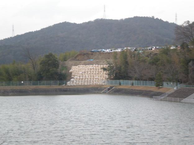 Photos: 鷹ヶ池と崩落地_02