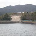 写真: 鷹ヶ池と崩落地_02
