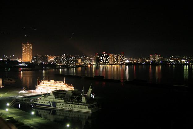 写真: 琵琶湖の夜景