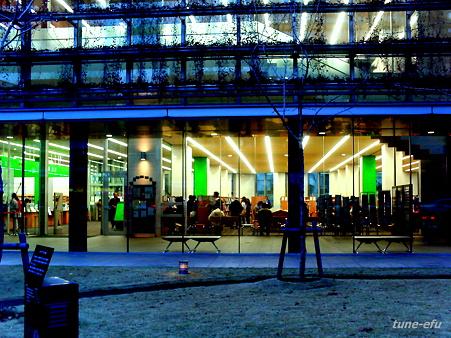 夕暮れ図書館
