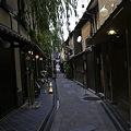 Photos: 裏道通る