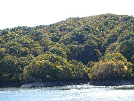三河湖湖畔