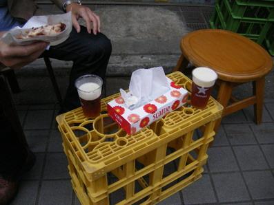 軒先でビール