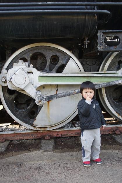3歳の息子とSLの動輪
