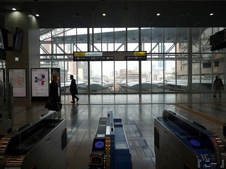 110416-17 大阪駅 (15)