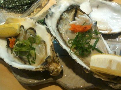 三陸の生牡蠣。くう、牡蠣はやっぱナマに限るねえ。
