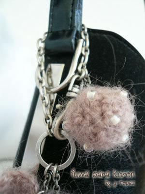 ピンクの花とボールのバッグチャーム3