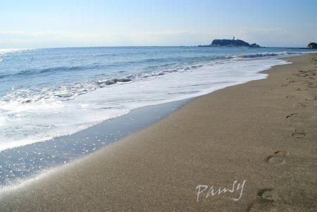 江ノ島のみえる砂浜・・