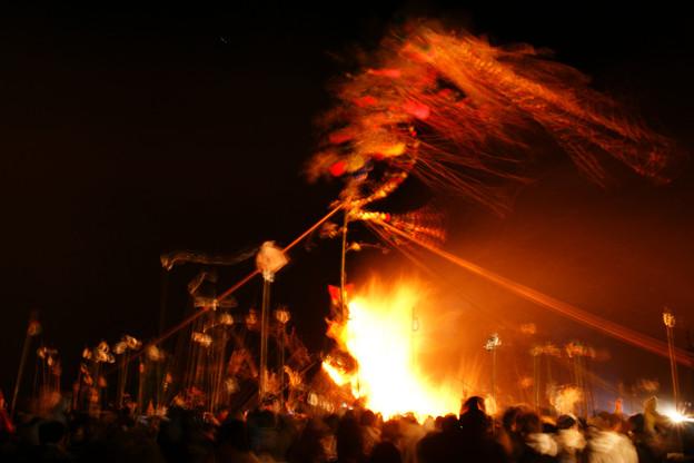 Photos: 左義長のサイトに点火!2010
