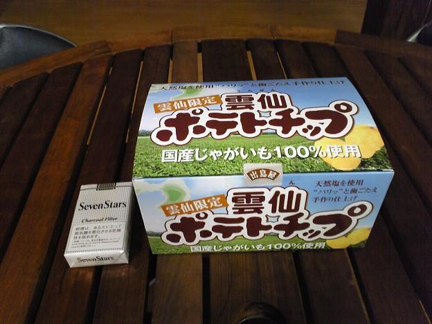 雲仙ポテトチップ(タバコは比較用)