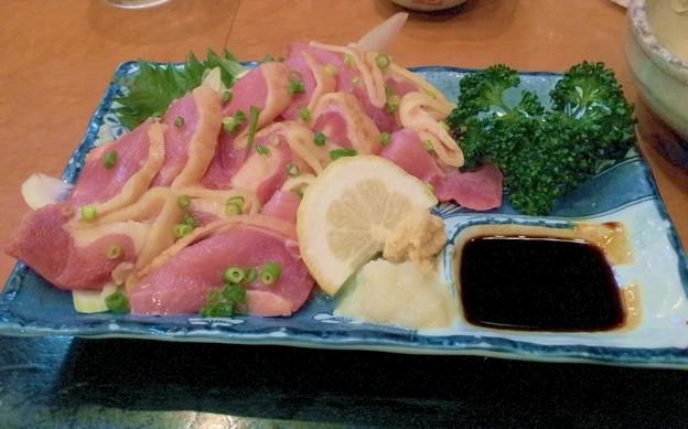 写真: 薩摩地鶏さしみ