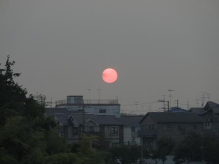 太陽って赤くって丸い