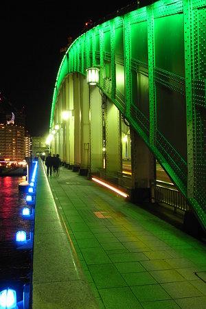 緑青赤の光