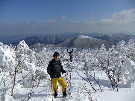 烏帽子山山頂手前のミノさんとコクブさん