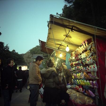 初詣の参道 プリモ編