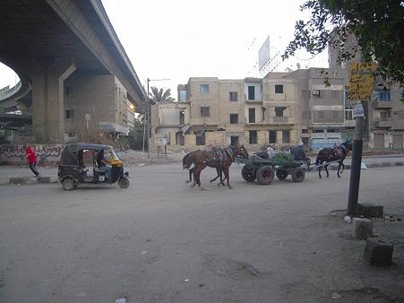 馬車とトゥクトゥク